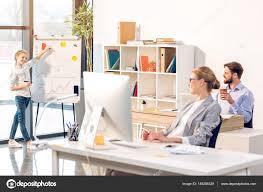 famille bureau famille heureuse au bureau photographie dmitrypoch 149286328