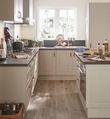 pratique cuisine une cuisine accueillante et pratique leroy merlin