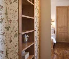 carta da parati su armadio decorare un armadio con la carta da parati foto 24 40 design mag
