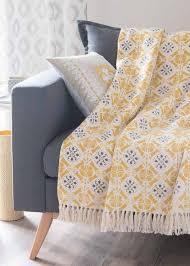 plaid canapé shoppez le plaid douillet qu il vous faut pour votre canapé