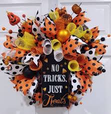 Decorating A Christmas Wreath With Mesh Ribbon by Best 25 Halloween Mesh Wreaths Ideas On Pinterest Witch Wreath
