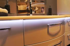 ruban led cuisine ruban led idées de décoration intérieure faciles et lumineuses