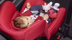 comment attacher un siège auto bébé comment bien attacher tout petit en voiture