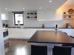 ilot cuisine avec table coulissante cuisine avec table intgre top top cuisine moderne avec table ilot