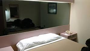 chambre avec miroir chambre 143 avec miroir lit propre picture of americas best