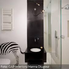 wandtattoo designer quadratisches designer waschbecken und zebra wandtattoo bad