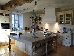 cuisine a l ancienne création et aménagement de cuisine sur mesure personnalisée