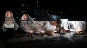 halloween horror nights coke burger king dressed up as the ghost of mcdonald u0027s in this scary
