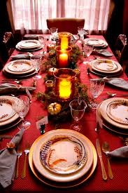 feathers and metallics for a thanksgiving table setting chica and jo