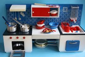 puppenküche spielzeug 60er jahre puppen küche aus blech ein designerstück
