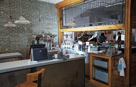 restaurant cuisine ouverte le beau monde de monsieur herman le devoir