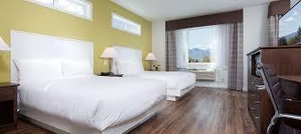 kelowna hotel rooms kelowna inn and suites