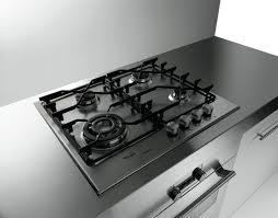come pulire il piano cottura come pulire l acciaio pulire casa consigli per pulire l acciaio