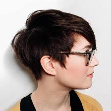 short hairstyles for round faces are ideal for people with round