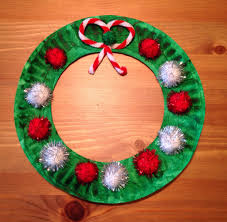 24 Christmas Gift Ideas Wreaths Crafts Paper Plate Crafts And Pipes