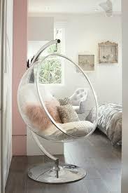 chambre coconing déco chambre cocooning chaise œuf parquet en bois vue sur le