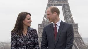kate middleton and prince william pose for pics in front of eiffel