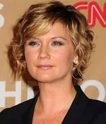 haircuts that make women ober 50 look younger 20 cute short haircuts for wavy hair short hairstyles haircuts