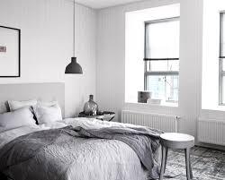 Schlafzimmer Einrichten Graues Bett Schlafzimmer Mit Grauer Wand Mild On Moderne Deko Ideen Oder