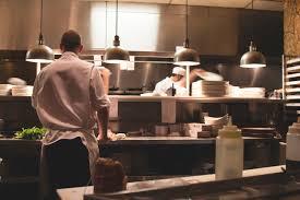 commis de cuisine salaire travailler sans diplôme dans la restauration collective cidj