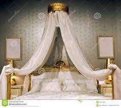Come Costruire Un Letto A Soppalco Matrimoniale by Baldacchino Fai Da Te Una Lettino Per Cani Ricavato Da Una