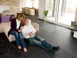 Moderne Wohnzimmer Fliesen Ein Moderner Natursteinboden Der Vor Allem Großflächig Verlegt