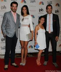 hgtv property brothers are the property brothers single who is drew scott s girlfriend