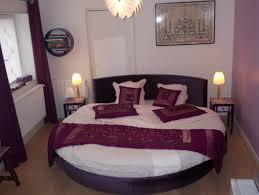 chambre avec lit rond impression indienne chambre d hôte avec grand lit rond et spa
