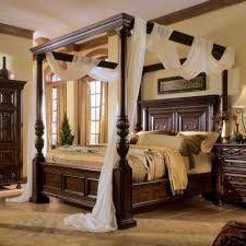 Bobsfurniture Com Website by Bedroom Elegant And Traditional Style Of Canopy Bedroom Sets