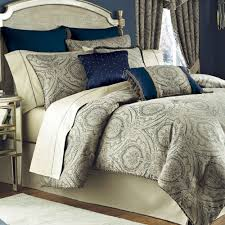 bedroom comfortable bed design with decorative and smooth