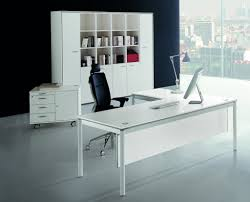 decorate a white office desk with balloons batimeexpo furniture