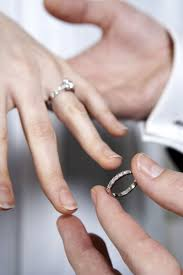 engagement ring right wedding rings wedding ring on right meaning ring finger