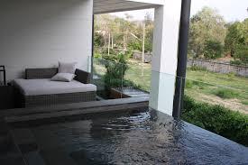 balkon liege pool und liege auf dem balkon hotel cape nidhra in hua hin