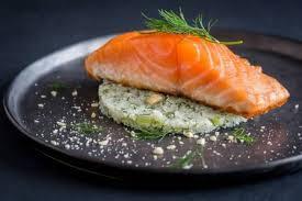 cuisiner pavé saumon recette de pavé de saumon basse température semoule de chou fleur à