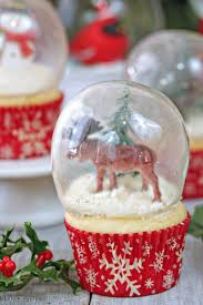 how to decorate cupcakes at home snow globe cupcakes with gelatin bubbles sugarhero