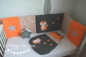 décoration chambre garçon bébé linge lit tour lit bébé gigoteuse turbulette renard étoiles orange