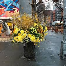 Flowers Nyc Artist Transforms Nyc Garbage Cans Into Oversized Flower Vases In