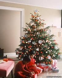 how to decorate a tree professionally martha stewart