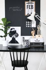 Black White Desk by Best 25 Black Desk Ideas On Pinterest Black Office Desk Black