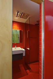 badezimmer rot modernes japanisches einfamilienhaus badezimmer rot fliesen