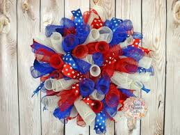 christmas mesh wreaths mesh wreath project diy projects craft ideas how to s for home
