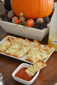 how simple and cute are these garlic mummy bread appetizers super