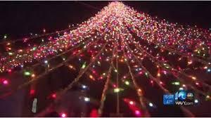 virginia beach christmas lights 2017 virginia beach teen lights up city with 30 000 christmas lights for