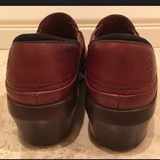 Red Barn Shoes 58 Off Ariat Shoes Ariat Horse Bit Brown Leather Barn Clogs 8m