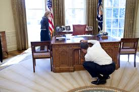 Oval Office Desk File Barack Obama With Caroline Kennedy Looking At Resolute Desk