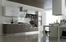 agencement de cuisine italienne modele cuisine equipee italienne cuisine equipee moderne pour marque