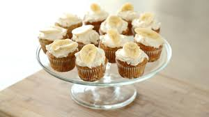 thanksgiving day cupcakes banana cupcakes with honey cinnamon frosting