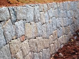 Common Muros de pedra: rusticidade e modernidade &QJ49