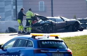 koenigsegg one 1 crash koenigsegg supercar mule crashes at nurburgring photos 1 of 3