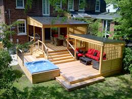 multifunctionnal red cedar deck with covered dinning and lounging